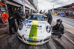 Boxenstopp für #162 Black Falcon, Porsche 911 Carrera: André Kuhn, Christian Schmitz, Helmut Weber
