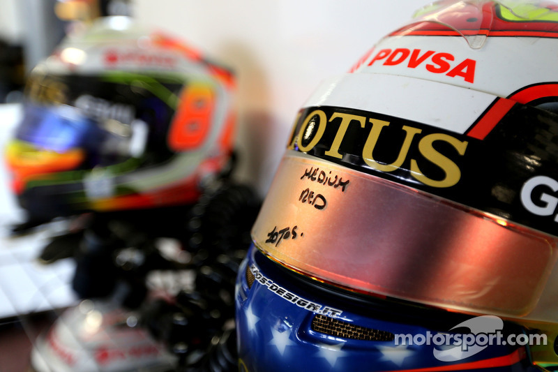 Helmet of Pastor Maldonado, Lotus F1 Team