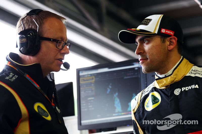 Pastor Maldonado, Lotus F1 Team with Mark Slade, Lotus F1 Team Race Engineer