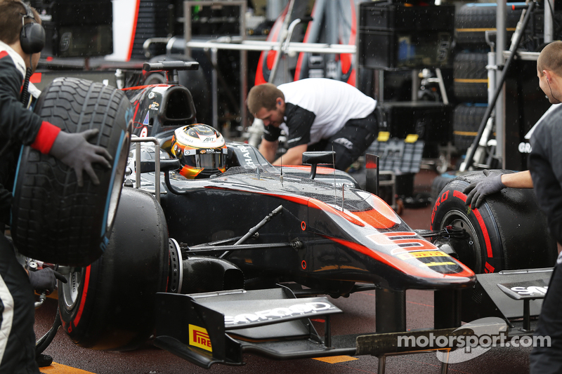 Stoffel Vandoorne, ART Grand Prix, switches from Pirelli super-softs to wets