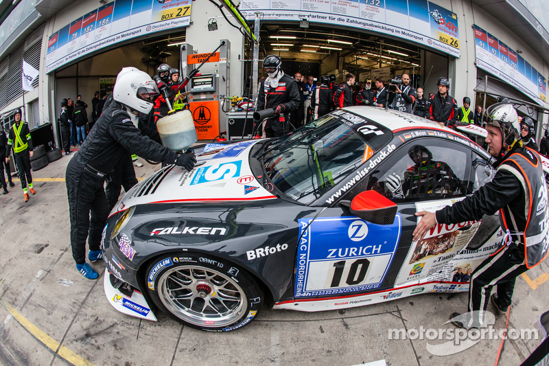 Pit stop for #10 Team Manthey Porsche 911 GT3 RSR: Georg Weiss, Oliver Kainz, Jochen Krumbach, Richa
