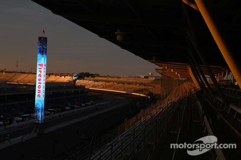 Sonnenaufgang am Indianapolis Motor Speedway am Renntag