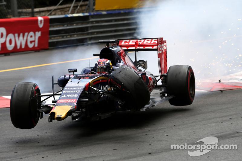 Max Verstappen, Scuderia Toro Rosso bate com Romain Grosjean, Lotus F1 Team