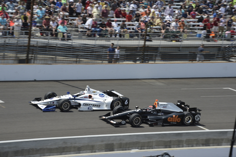 J.R. Hildebrand, CFH Racing Chevrolet and Alex Tagliani, A.J. Foyt Enterprises Honda