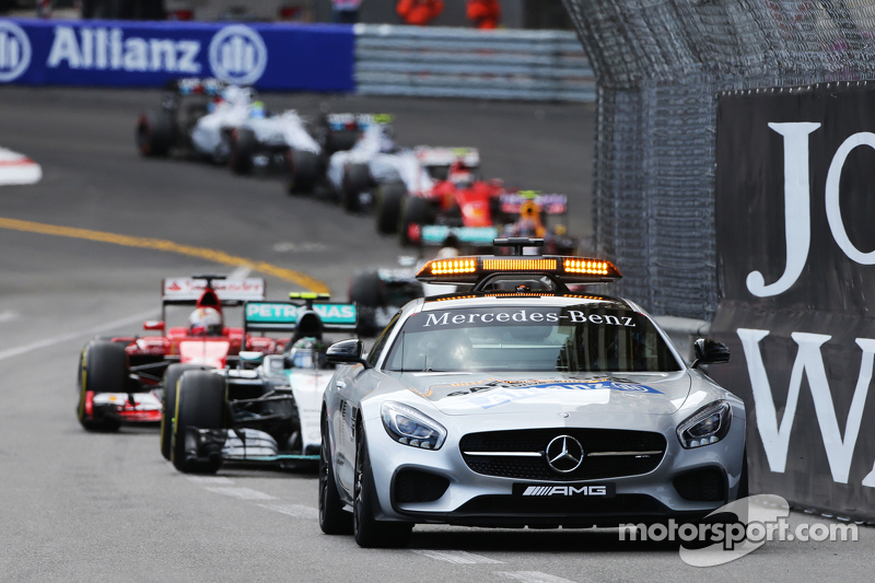 Nico Rosberg, Mercedes AMG F1 W06, hinter dem FIA Safety-Car