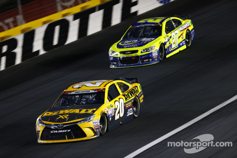 Matt Kenseth, Joe Gibbs Racing Toyota ve Paul Menard, Richard Childress Racing Chevrolet