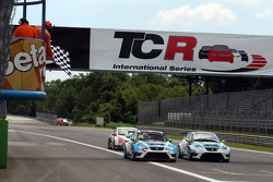 Stefano Comini, SEAT Leon, Target Competition, dan Andrea Belicchi, SEAT Leon, Target Competition