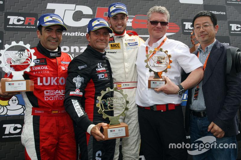 Podium: 1. Gianni Morbidelli, West Coast Racing; 2. Jordi Gene, SEAT Leon, Craft Bamboo Racing LUKOI