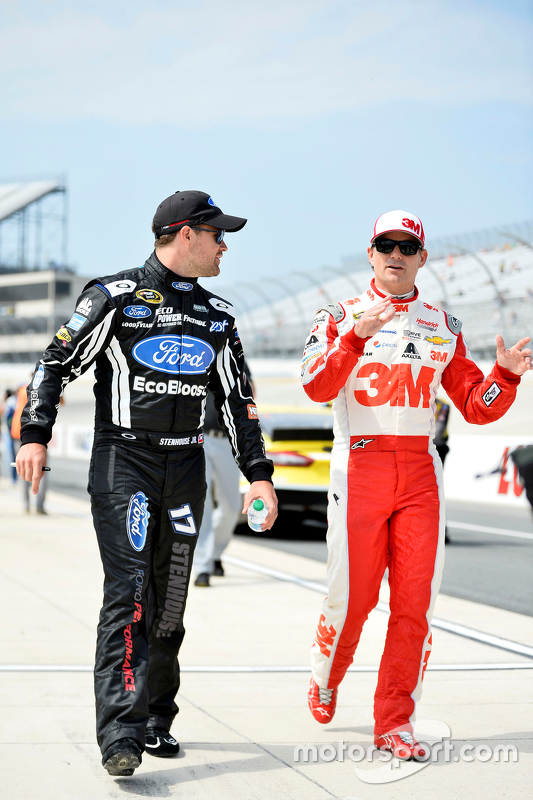 Ricky Stenhouse Jr., Roush Fenway Racing Ford and Jeff Gordon, Hendrick Motorsports Chevrolet