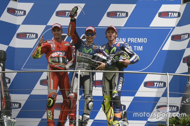 Podium: Sieger Jorge Lorenzo, 2. Andrea Iannone, 3. Valentino Rossi