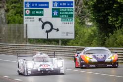 #19 Porsche Team Porsche 919 Hybrid: Nico Hulkenberg, Nick Tandy, Earl Bamber, Frédéric Makowiecki,