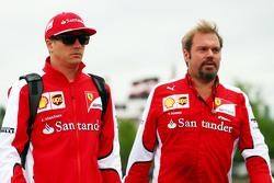 Kimi Räikkönen, Ferrari, und Gino Rosato, Ferrari