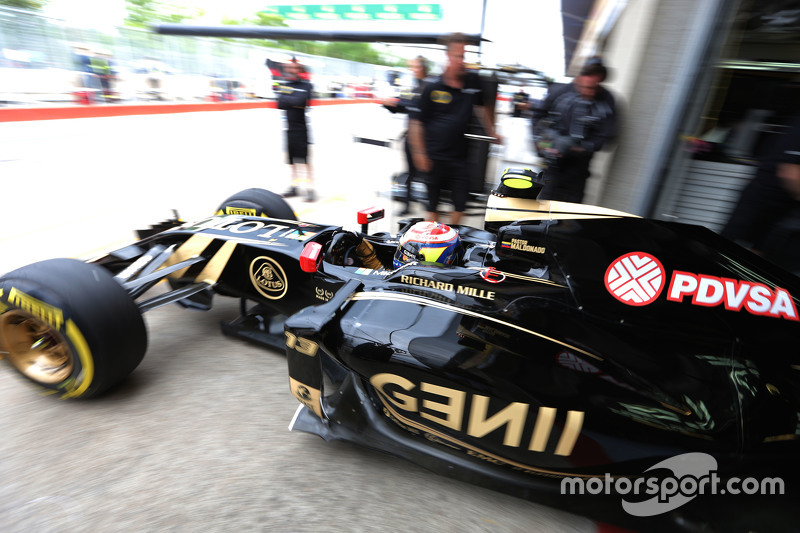 Pastor Maldonado, Lotus F1 E23, beim Verlassen der Box