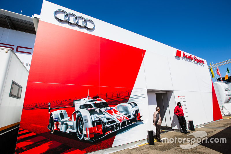 Audi Sport Team Joest, Teamlogo im Fahrerlager