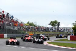 Уилл Стивенс, Manor F1, на старте гонки