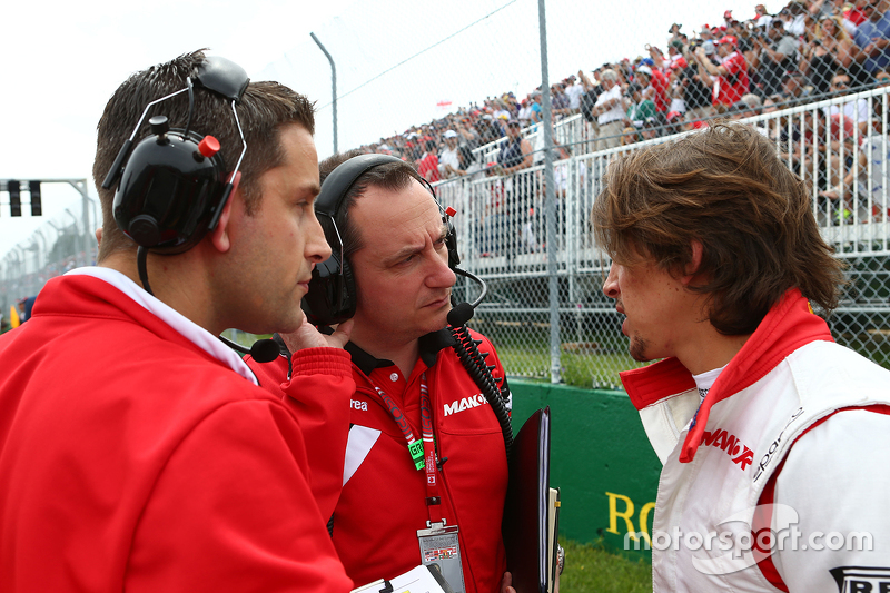 Roberto Merhi, Manor Marussia F1 Team on the grid with Gianluca Pisanello, Manor Marussia F1 Team Chief Engineer (Centre)