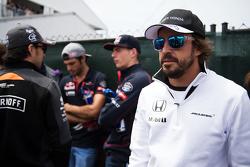 Fernando Alonso, McLaren en el desfile de pilotos