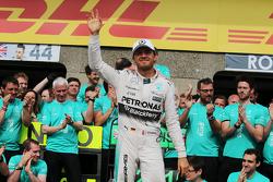 Нико Росберг, Mercedes AMG F1 празднует с командой