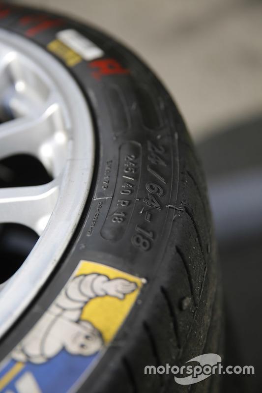 Michelin ve OZ lastik detayı