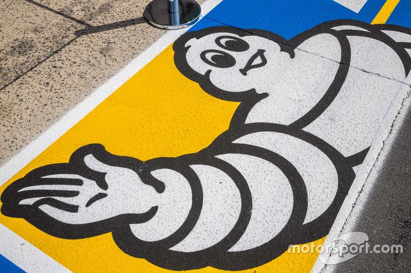 Michelin-Logo in der Boxengasse
