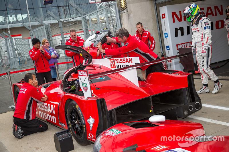 #23 Nissan Motorsports, Nissan GT-R LM NISMO, Fahrerwechsel-Training
