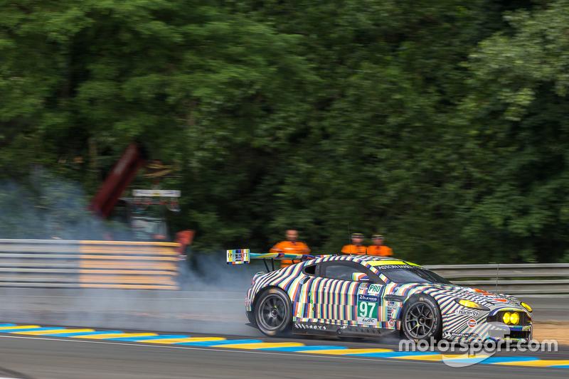 Masalah saat pengereman untuk #97 Aston Martin Racing Aston Martin Vantage GTE: Darren Turner, Stefan Mücke, Rob Bell