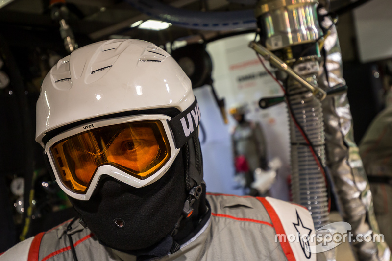Porsche Team pit crew