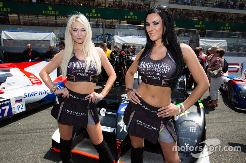 Die bezaubernden Girls von Strakka Racing