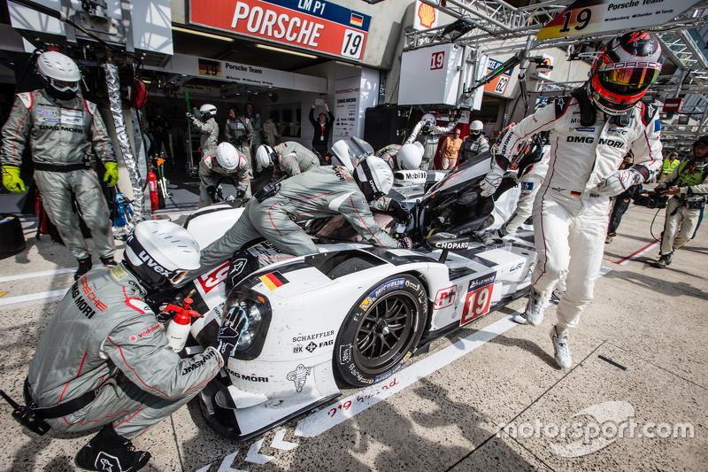 Boxenstopp für #19 Porsche Team, Porsche 919 Hybrid: Nico Hülkenberg, Nick Tandy, Earl Bamber