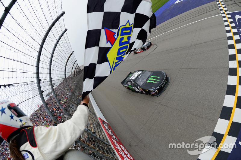 Kyle Busch, Joe Gibbs Racing, Toyota, fährt zum Sieg