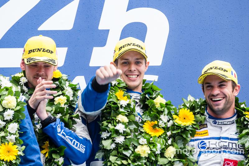 LMP2 podium: classJuara balapan#47 KCMG ORECA 05: Matthew Howson, Richard Bradley, Nicolas Lapierre
