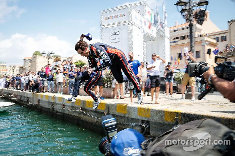 Peringkat ketiga Thierry Neuville melompat di marina