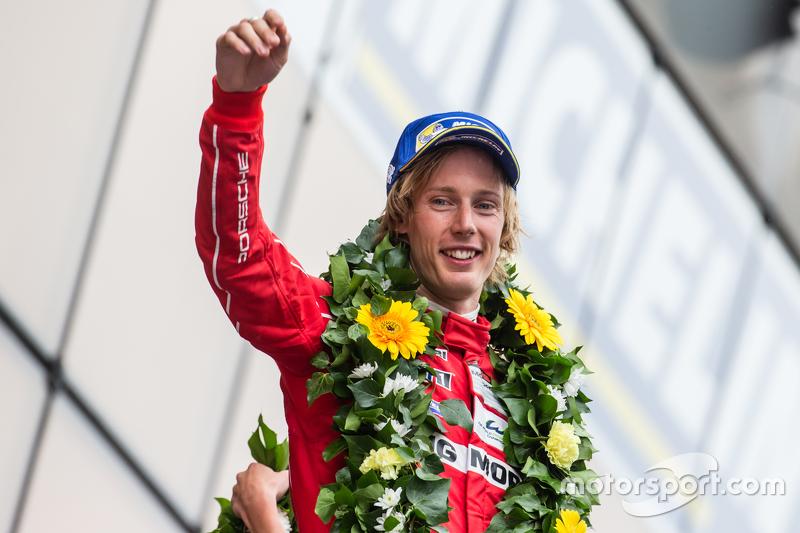 LMP1-Podium: 2. Porsche Team: Brendon Hartley