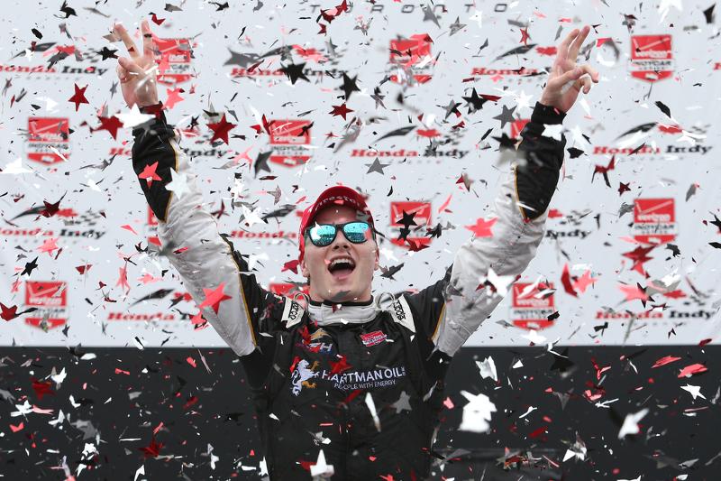 Juara balapan Josef Newgarden, CFH Racing Chevrolet