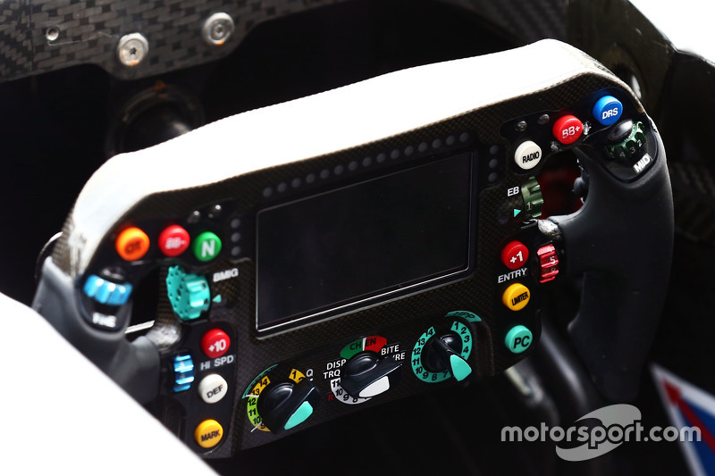 Mercedes AMG F1 W06 direksiyon