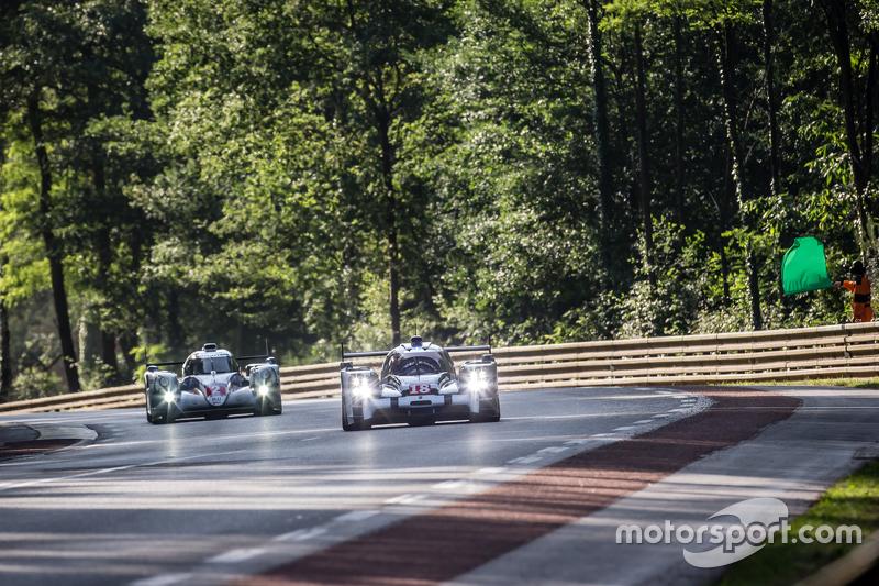 #18 Porsche Team Porsche 919 Hybrid: Romain Dumas, Neel Jani, Marc Lieb, #2 Toyota Racing Toyota TS0