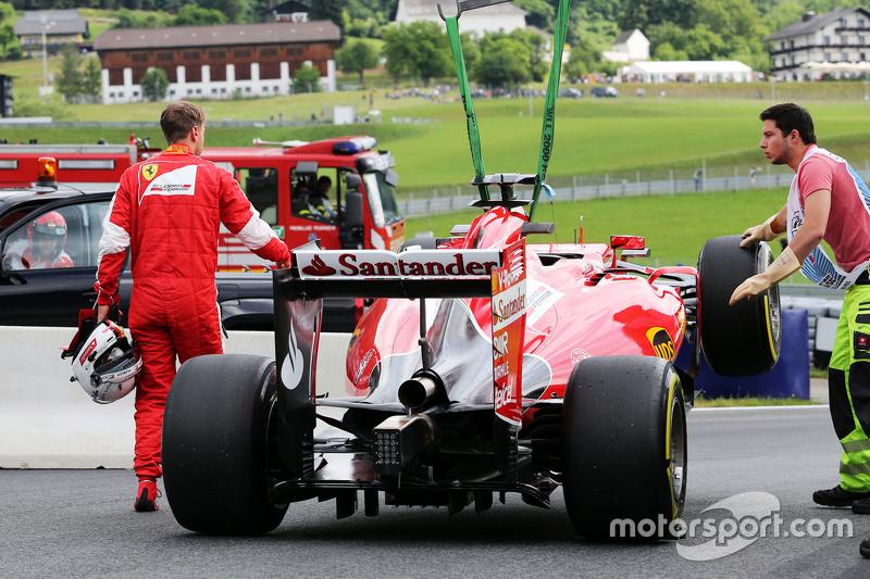 Sebastian Vettel, Ferrari SF15-T, hält im ersten Training auf der Strecke an