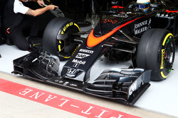 Fernando Alonso, McLaren MP4-30 running a new front wing