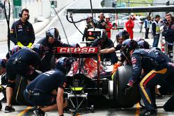 Макс Ферстаппен, Scuderia Toro Rosso STR10 тренирует пит-стоп