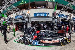 Pitstop voor #31 Extreme Speed Motorsports Ligier JS P2: Ed Brown, Jon Fogarty, Johannes van Overbeek