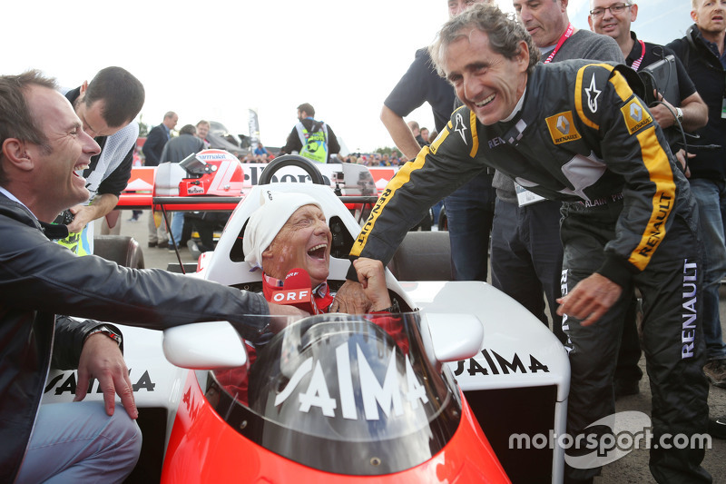 Niki Lauda, Aufsichtsratsvorsitzender Mercedes AMG F1, im McLaren MP4/2, mit Alain Prost bei der Leg