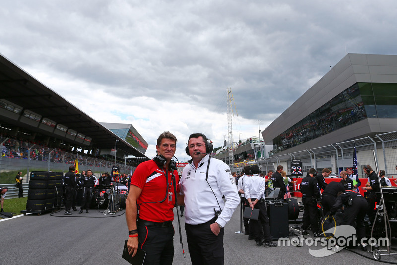 Graeme Lowdon, Manor F1 Team Chief Executive Officer with Eric Boullier, McLaren Racing Director on