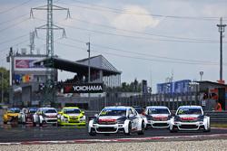 Start: Yvan Muller, Citroën C-Elysée WTCC, Citroën World Touring Car team memimpin