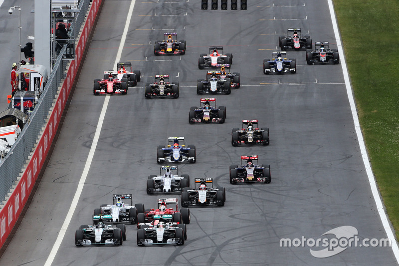 Nico Rosberg, Mercedes AMG F1 W06 and Lewis Hamilton, Mercedes AMG F1 W06 battle at the start of the race