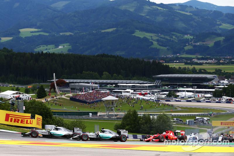 Ніко Росберг, Mercedes AMG F1 W06 лідирує на початку гонки