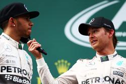Подиум: второе место - Льюис Хэмилтон, Mercedes AMG F1 и победитель гонки - Нико Росберг, Mercedes