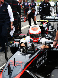 Jenson Button, McLaren MP4-30 on the grid