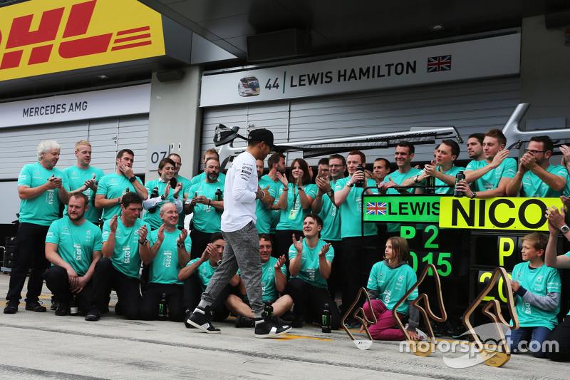Lewis Hamilton, Mercedes AMG F1, feiert einen Doppelsieg mit seinem Team