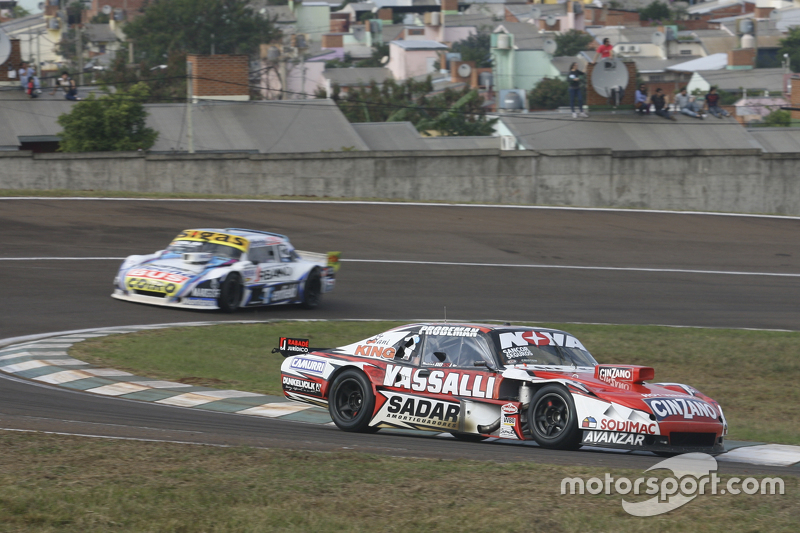 Матіас Россі, Donto Racing Chevrolet та Маурісіо Ламбіріс, Coiro Dole Racing Torino