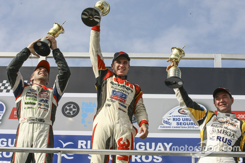 Podium: race winner Mariano Werner, Werner Competicion Ford, second place Juan Pablo Gianini, JPG Racing Ford, third place Omar Martinez, Martinez Competicion Ford